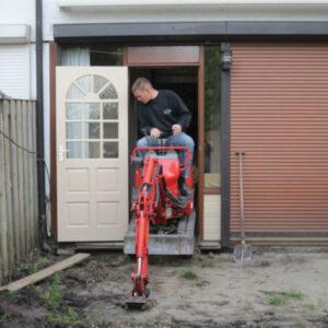 Minigraver 75cm kan door een deur of poort