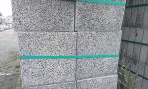 A1. Uitgewassen betontegels